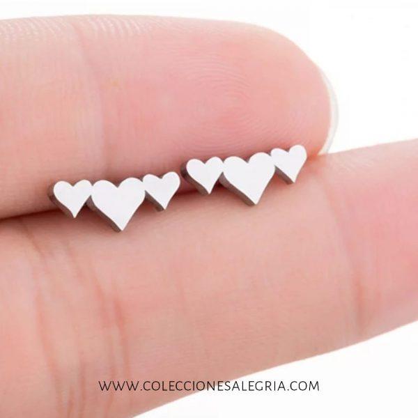 Aretes de Triple Corazón de Acero Inoxidable
